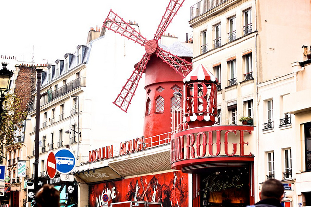 Travel Guide to Paris-moulin-rouge